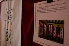entrée : calligraphie géante à l'entrée de Samten Dzong, reproduite et traduite