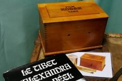 matériel photo similaire à celui utilisé par Alexandra David-Néel et album de ses photographies