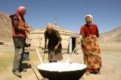 Travail-du-lait-nomades-Asie centrale-LMBlanchard