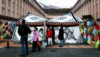 Tente-tibétaine, installée au Grand Bivouac d'Albertville